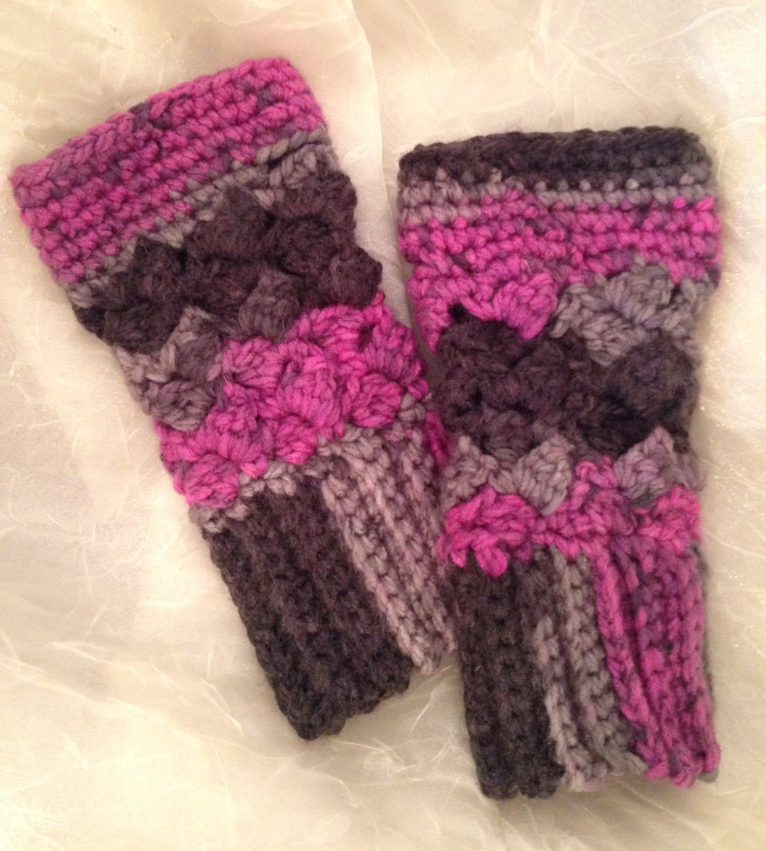 Fingerless gloves are a great gift!  https://www. etsy.com/listing/540974 598/fingerless-gloves-texting-gloves-crochet?ref=shop_home_feat_4# &nbsp; …  #etsychaching #crafturday #handmade #crochet #gloves #fallfashion #shopsmall <br>http://pic.twitter.com/busRstZvQF