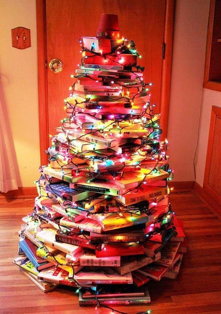 Who has the perfect Christmas Tree?  #amreading #yalit #Christmas<br>http://pic.twitter.com/GHOBSVv7lD
