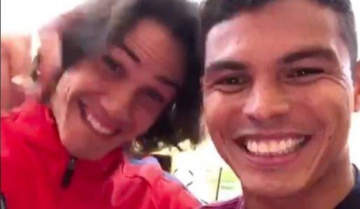 Thiago Silva grava vídeo com Cavani e diz que uruguaio passará Natal no Rio https://t.co/UHcN8HX7Bd