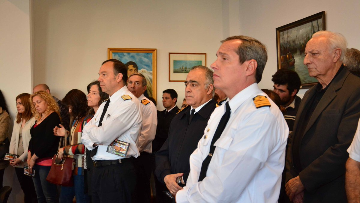 Mixed signals as rescuers hunt missing Argentine submarine