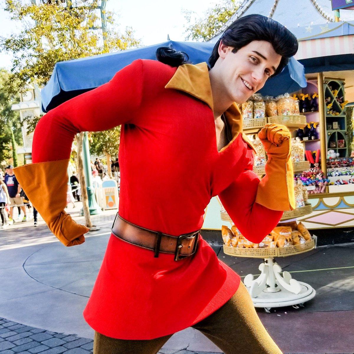 I&#39;m roughly the size of a barge! .. .. #Disney #DisneylandResort #DLR #Disneyland  #DisneyCharacters #BeautyAndTheBeast #Gaston <br>http://pic.twitter.com/O4MaTG3ng1 &ndash; à Disneyland