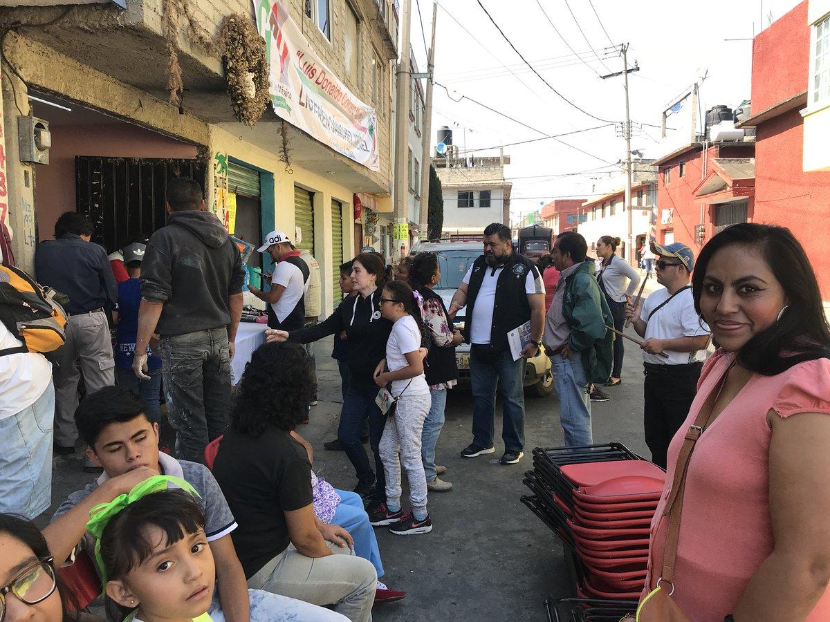 Dip. @IBetanzosMTDF las #BrigadasVoluntariasIBC cumpliéndole a los vecinos de #BarrioSanAntonio, lo que nos une es la necesidad de la gente #IztapalapaUnidaYAtendida  @cgt1968 @eruviel_avila @TonatiuhGCase @LorenaMartinez @NormaPonceO @MT_CDMX @MT_Nacional @Mujer_CDMX