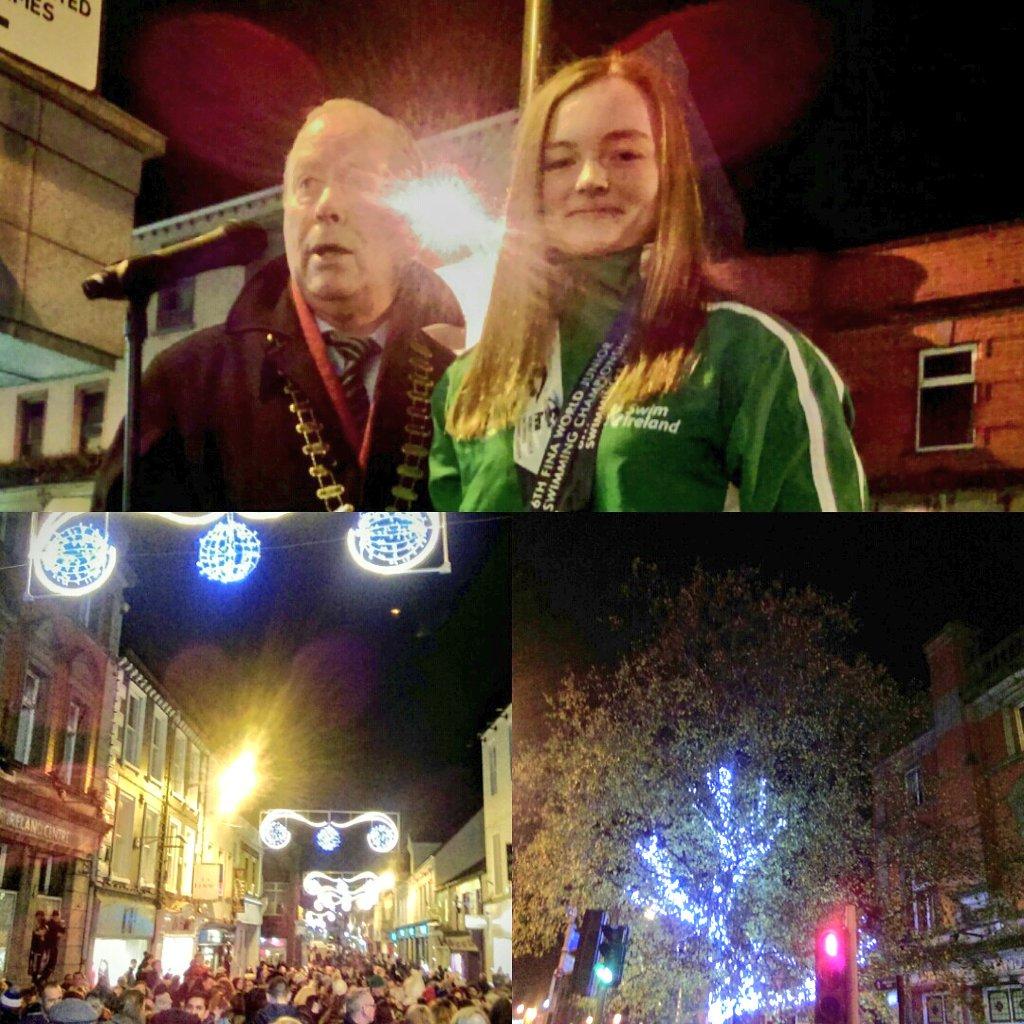 Christmas has arrived in Sligo.. Well done @MonaMcsharry  doing the honours this evening turning on the lights #christmas #sligo #home #openforbusiness #shoplocal #lovesligo    <br>http://pic.twitter.com/WBdZjC8aJW