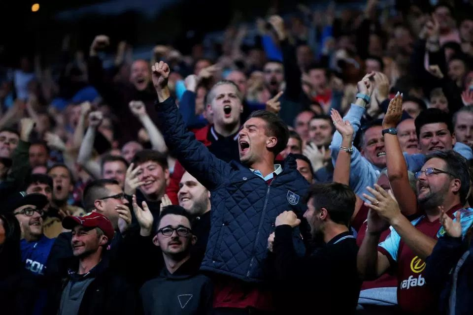 Burnley Fans: Happiest in the #PL? 22 pts on the board already 7th in the table 7 pts ahead of 8th place Within 4 pts of 2nd place Solid defence: 6 clean sheets Settled side (fewest players used) Manager still in situ A good year for Claret, so far #twitterclarets<br>http://pic.twitter.com/EMySEknYgS