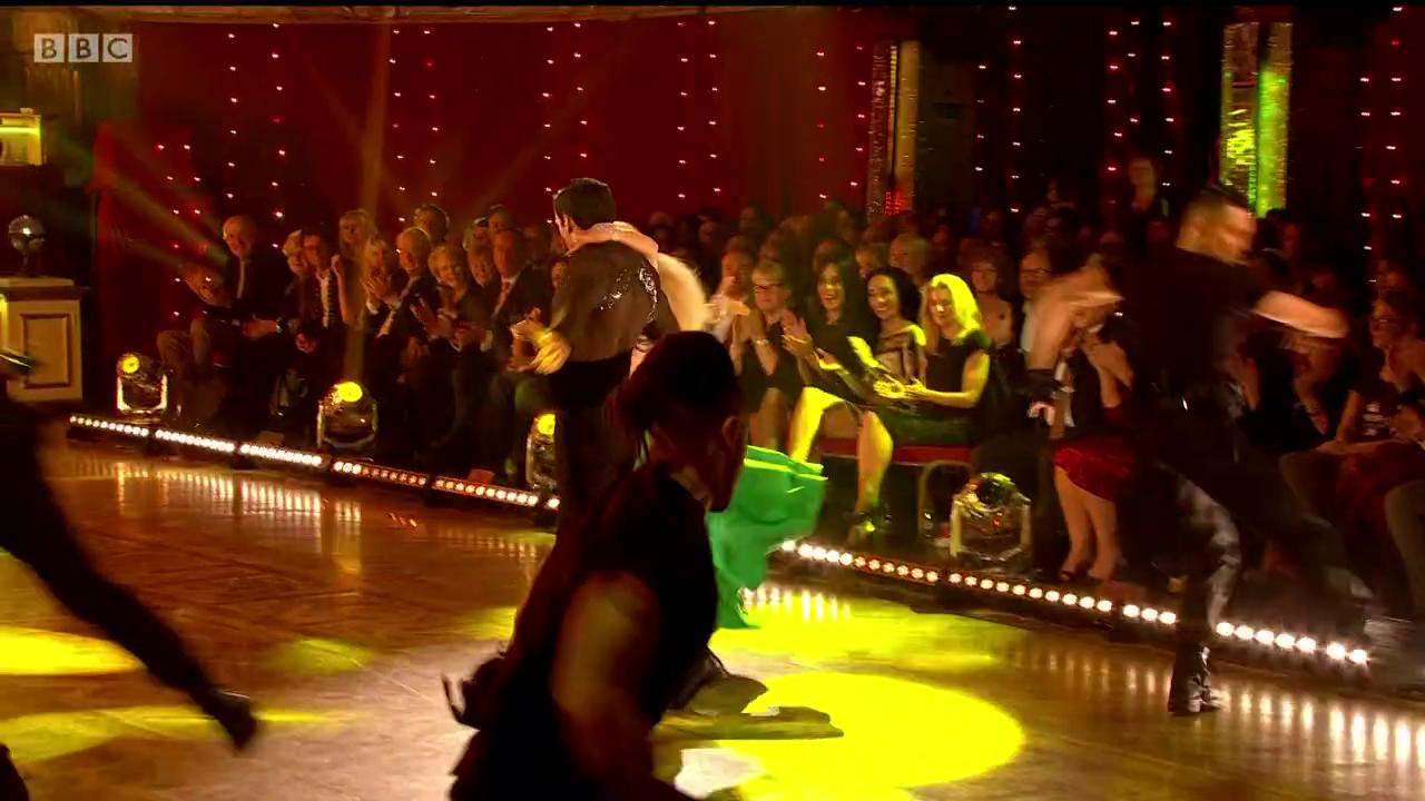 Wow what a finish! @davoodghadami and @NadiyaBychkova's Paso has left us shaken (and slightly stirred 😉) #Strictly https://t.co/NANQ9GbQta