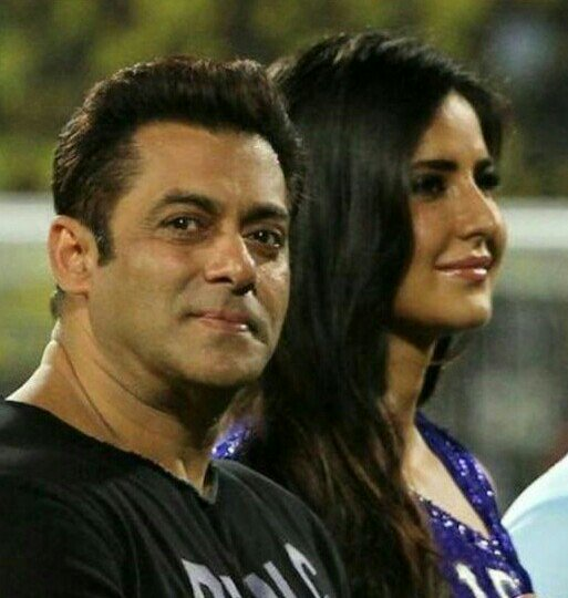 Why u hate #KatrinaKaif ? I think she has all qualities The most #beautiful No link up news with anyone #SalmanKhan #happy working with her So close to #Khan #family So much friendly &amp; soft hearted with everyone Knows #Indian culture very well #TigerZindaHai #Salkat #Katrina<br>http://pic.twitter.com/zMDGnJtIfB