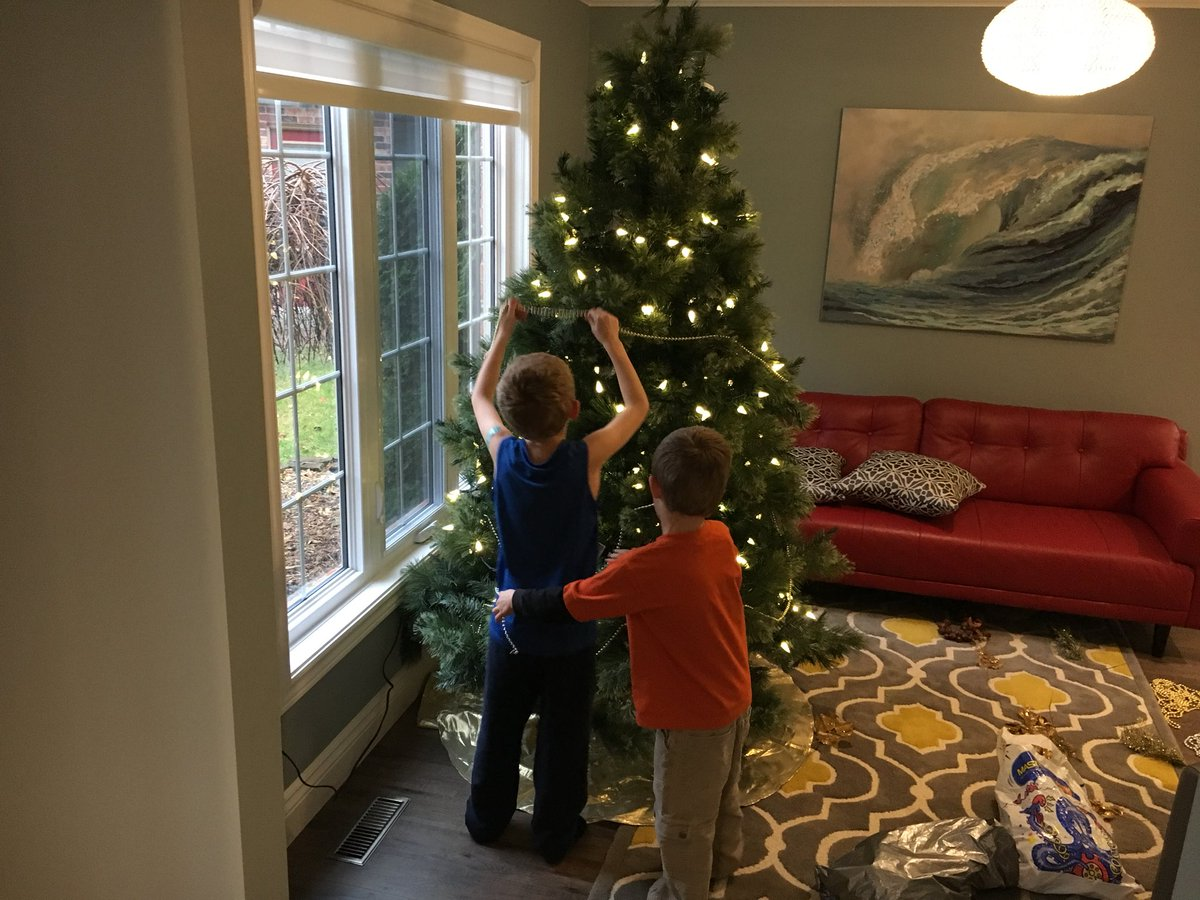 rob whitmill on twitter i love this time of the year the rainy day makes for a great day to put up the christmas decorations - When Is The Best Time To Put Up Christmas Decorations