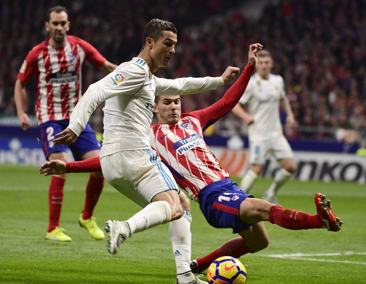 #Liga J12 ⚽️🏆🇪🇸  Score nul et vierge dans le derby madrilène entre @Atleti & le .  A@realmadridu classement, le club merengue (3e) accuse désormais 10 longueurs de retard, tout comme les Colchoneros (4e), sur le leader .   @FCBarcelona_es#AtletiRealMadrid#Sportsweekend