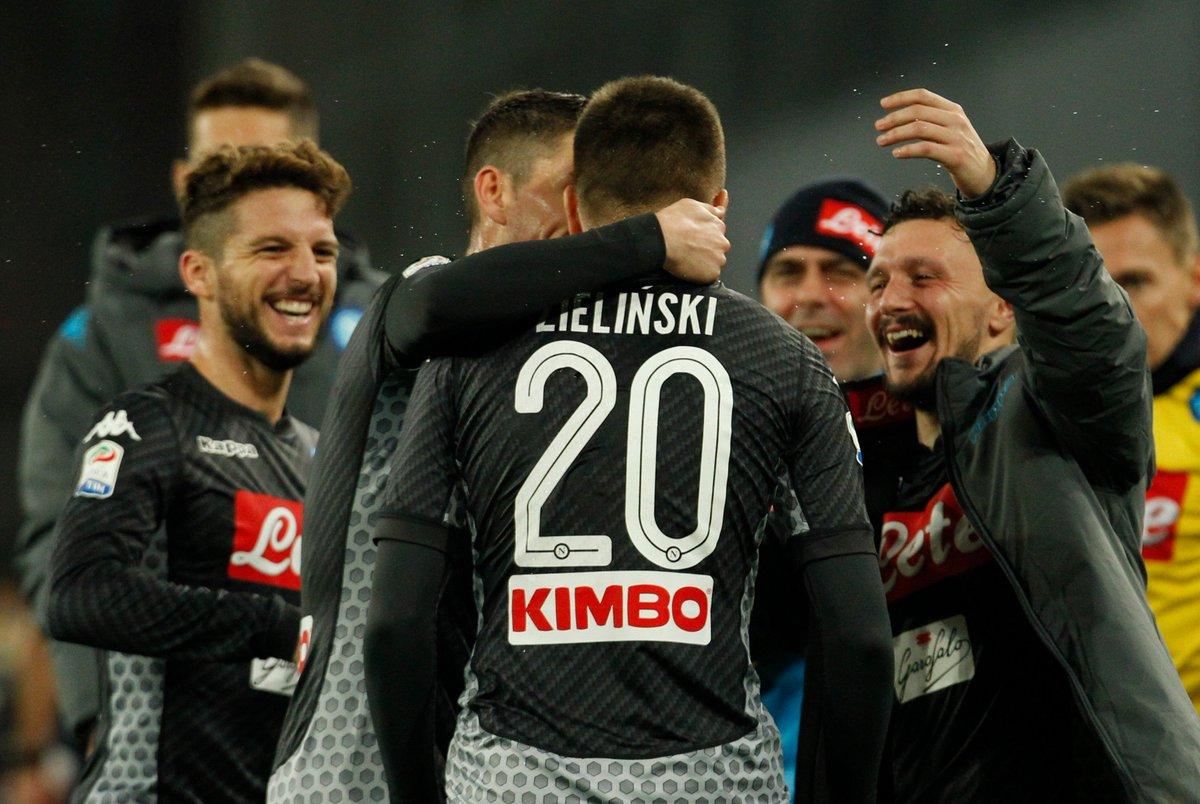 #SerieA J13 ⚽️🏆🇮🇹  Le @sscnapoli gagne le choc de la soirée face à l'@acmilan (2-1) grâce à des buts signés #Insigne & .  a#Zielinski m#Romagnoliarqué pour les Rossoneri. Au classement, les Napolitains comptent 4 pts d'avance sur la , qu@juventusfci joue demain. #NapoliMilan