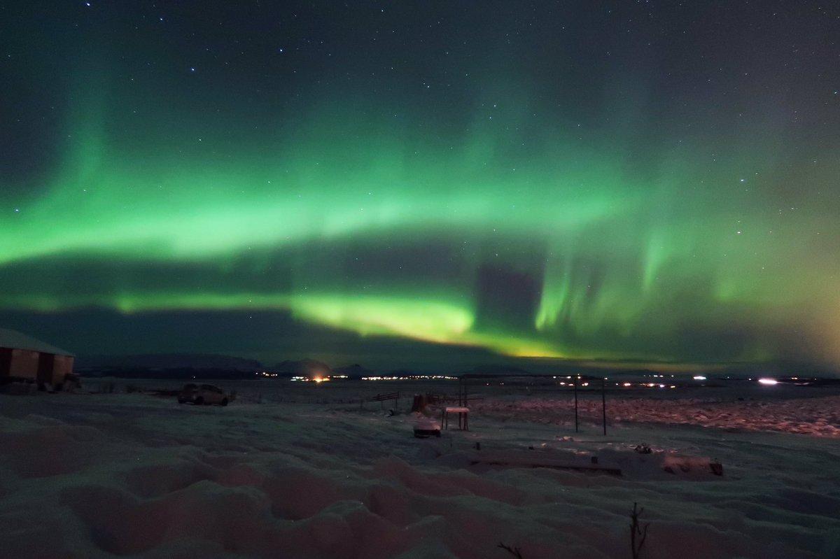 Samedi 18 novembre 2017, 21h, Islande. Je n'arrive pas a réaliser ce que je viens de voir : les aurores boréales.