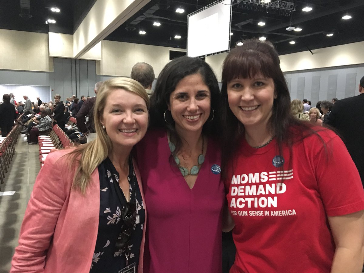 .@MomsDemand leaders celebrating 25 years with Hillary and Bill Clinton in Little Rock, AR. #StillWithHer #keepgoing<br>http://pic.twitter.com/7ZdjZOwVH6