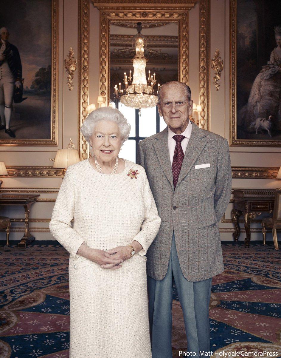 Королева Елизавета и принц Филипп выпустили фото к 70-й годовщине брака