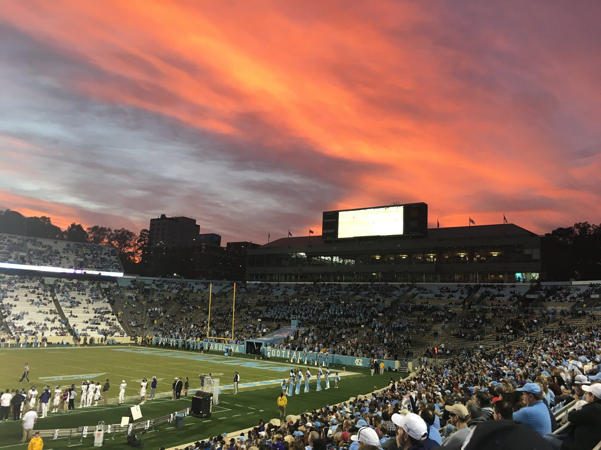 Beautiful night to be a Tar Heel. #GoHeels #GDTBATH<br>http://pic.twitter.com/zH3u7ImKbl
