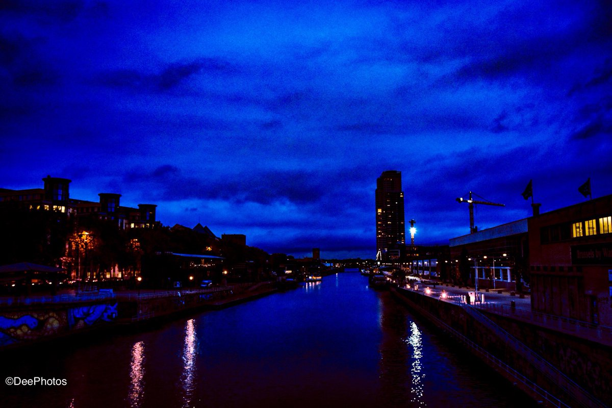 #Brussels seaport night   #Nikon #Sigma Art 18mm #Pintofotografía   The sky above the port was the color of television, tuned to a dead station.<br>http://pic.twitter.com/lDFYIlVBZx