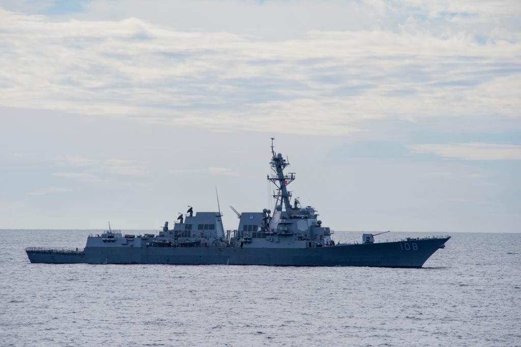 RT @USNavy: #USSWayneEMeyer rescues three mariners from sinking vessel - https://t.co/GQnmRjXK8O https://t.co/uIZqrVI0Vt
