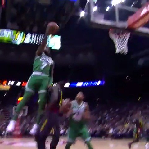 Jaylen Brown scores a career-high 27 PTS to rally the @celtics to their 15th straight victory! #Celtics https://t.co/21RwHHi8Sj