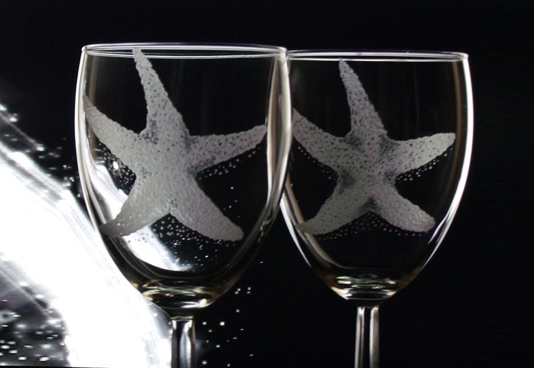 Set of four Custom starfish Engraved wine glasses  http:// tuppu.net/29b1f419  &nbsp;   #winelover #fantasy<br>http://pic.twitter.com/KU5e2buy4C