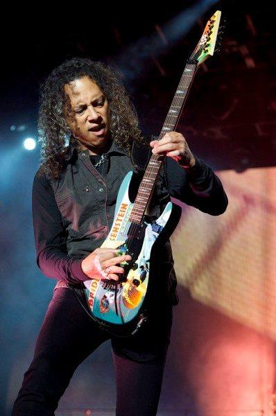 Happy birthday, Kirk Hammett ! ( photo from Wikipedia )