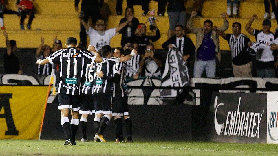 Em meio a festa pelo acesso à Série A, @CearaSC empata com o @CriciumaEC  https://t.co/IzImnJvA0H
