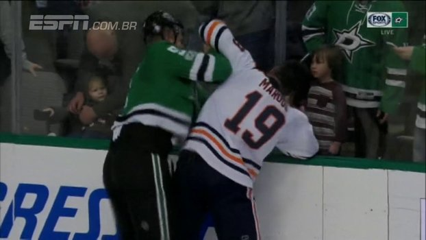 Na NHL, jogador do Dallas Stars aplica sequência de 9 socos e vence briga; assista https://t.co/4ThWH4Xd4F