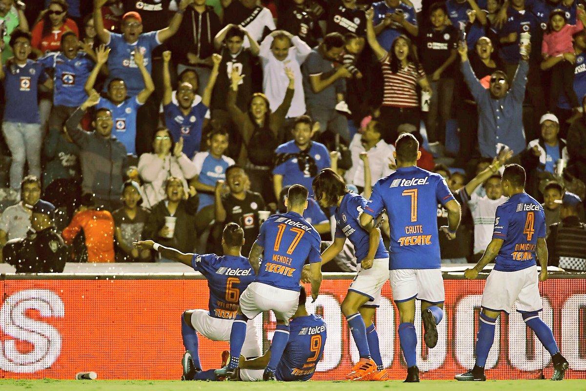 RT @chaco_81: Orgulloso de @Cruz_Azul_FC , orgulloso de este equipo y esta afición!!! #AzulXTi https://t.co/VJEKa1dO3n