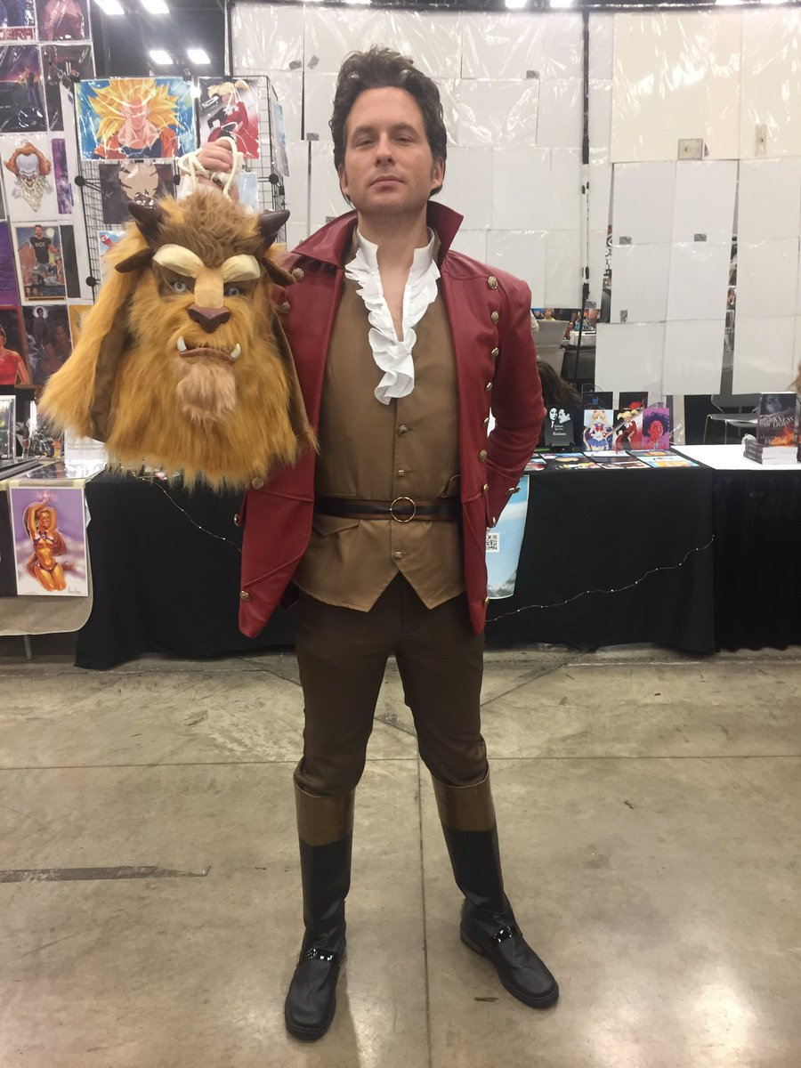 Beauty and the Beast ended differently than I remember!  #gaston #disney #cosplay #wizardworld<br>http://pic.twitter.com/h4E923gSSh