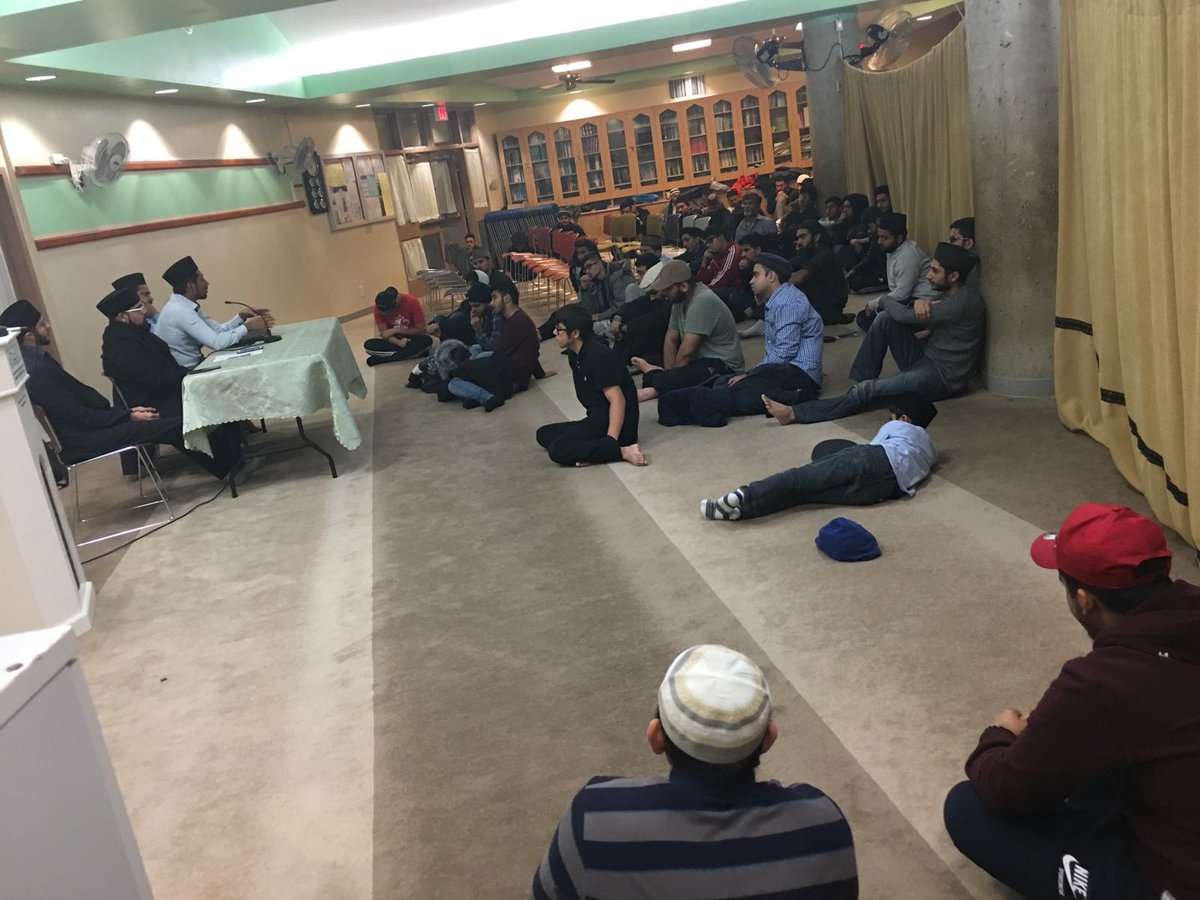 Interactive q/a session with khuddam waqfeen @ AAP, on helping them choose a career which will benefit #AMJ over worldly pursuit. Many thanks to @_aizazkhan  as the guest speaker<br>http://pic.twitter.com/kV03VSlbuF