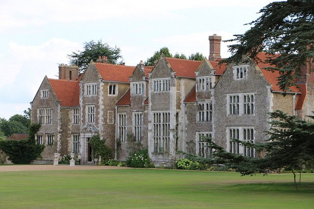 RT @andrew_writer Built in the 1560s,today's @LoseleyPark replaces the house the Elizabeth I didn't consider grand enough.
