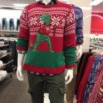 一周回っておしゃれ?アメリカの大型スーパーには多彩なダサセーターがある!