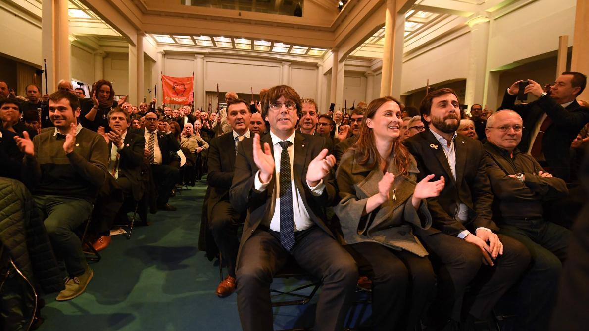 #VIDEO #Puigdemont s'apprête à faire un discours devant les maires catalans à #Bruxelles https://t.co/duKiujWNQr