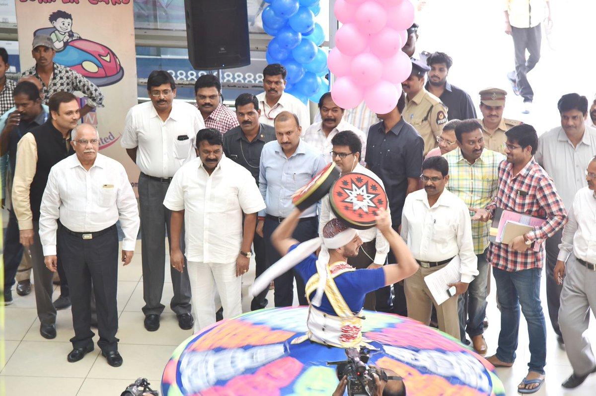 The International Children&#39;s film festival India will begin in #Hyderabad on Nov 8. Minister Srinivas Yadav inaugurated media centre at Imax <br>http://pic.twitter.com/db0HuPLRo8