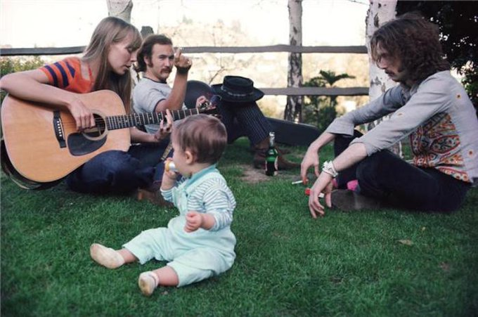 Happy birthday to Joni Mitchell! Here\s a picture of her keeping Eric Clapton awake.