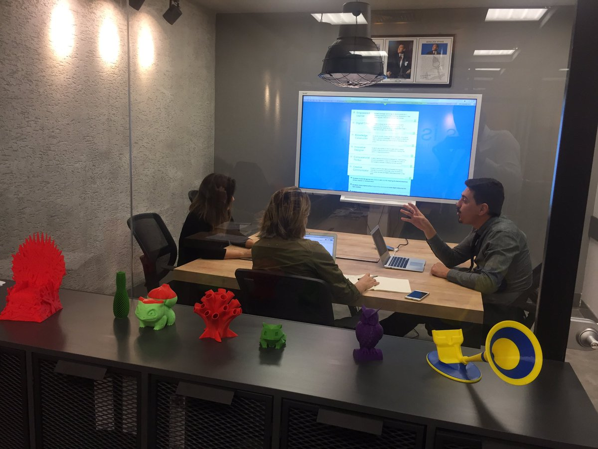 #SAC MFL teachers working on how to implement #ISTEStandards with @HAS_ESEN. #edutech<br>http://pic.twitter.com/IJHn5woWR1