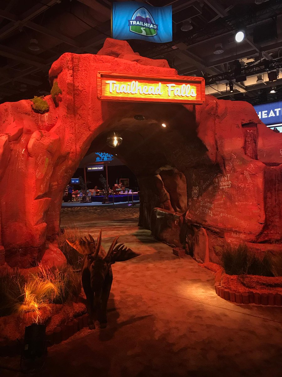 Grab your morning coffee and stroll through the Trailhead Falls to the IoT Grove! ☕️☁️ #Df17 https://t.co/9uvwxyfE8R