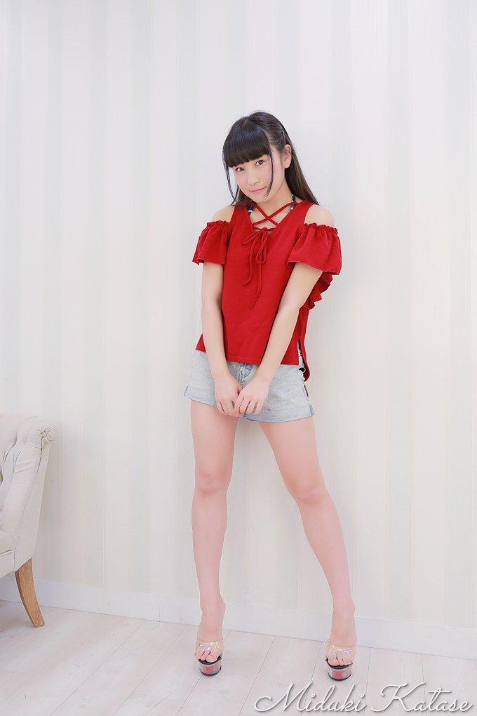 片瀬美月さんのショートパンツ姿