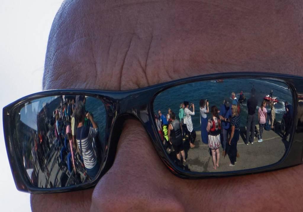 Watching the quayside #sunglasses #seaside https://t.co/pbLzTzbqiZ https://t.co/l5pKDMjevn