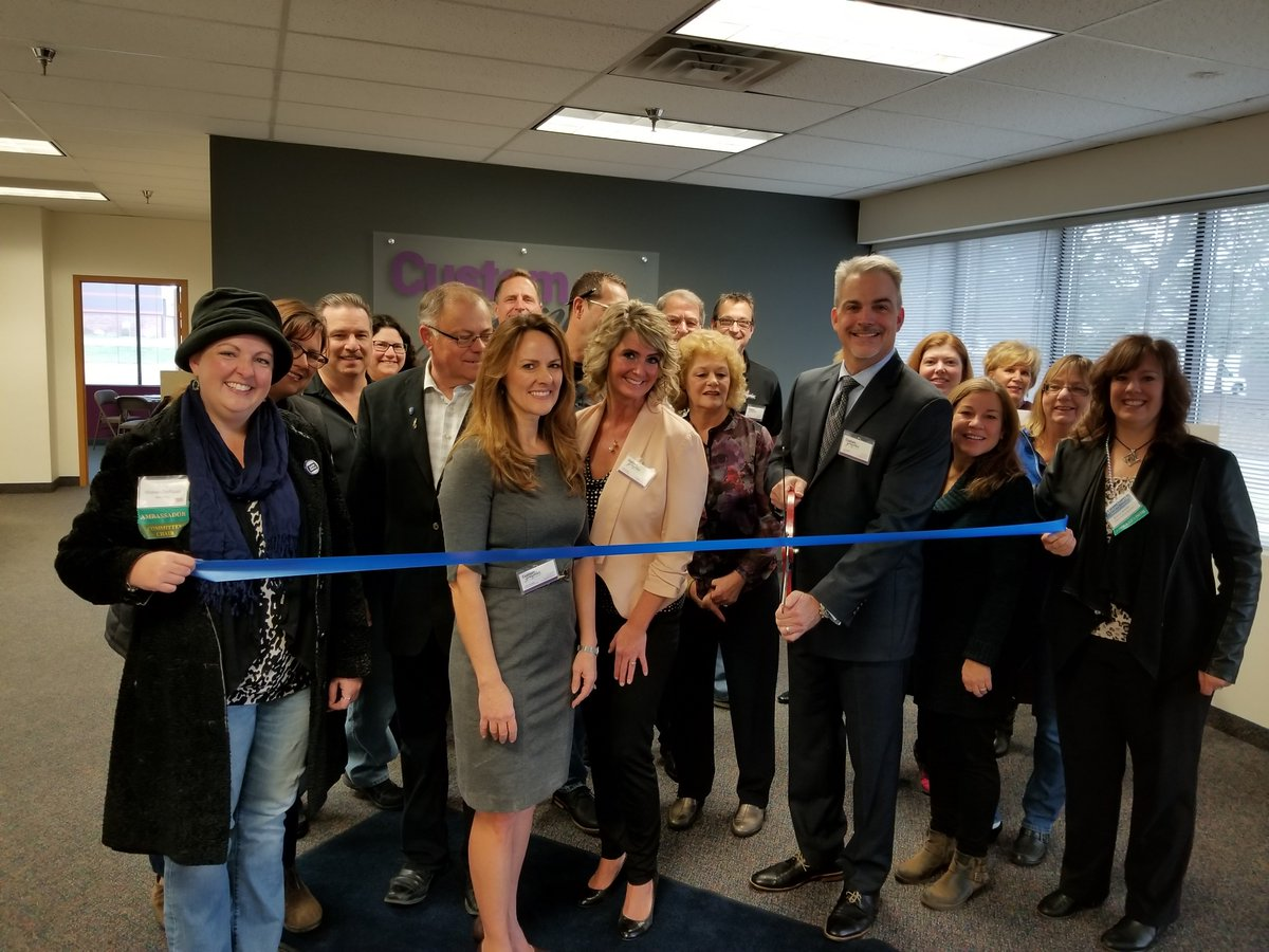 Celebrating the membership of Customgraphix in @CityofFridley with a ribbon cutting. Great local printer! #BuildingBusiness <br>http://pic.twitter.com/Z2fwZfAMS3