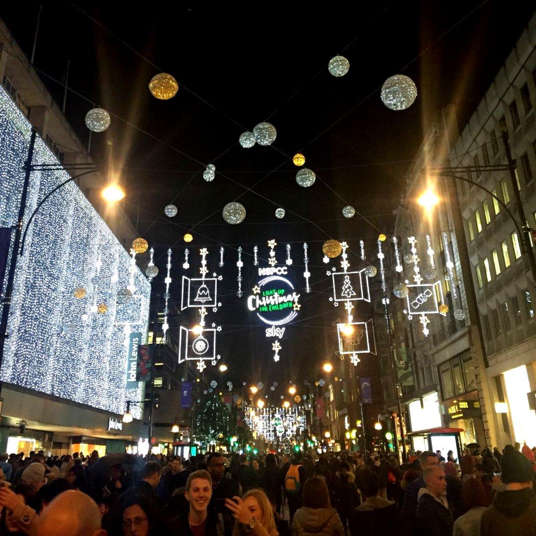 RT @NSPCC: Thank you @SkyCinemaUK for helping us light up Christmas for children ✨ #LightsOn #OxStLightsOn https://t.co/fJzPEOr3Nx