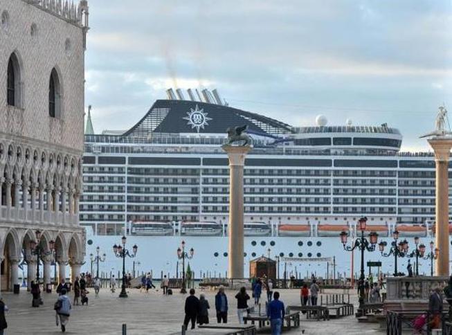 Venezia, stop del governo alle grandi na...
