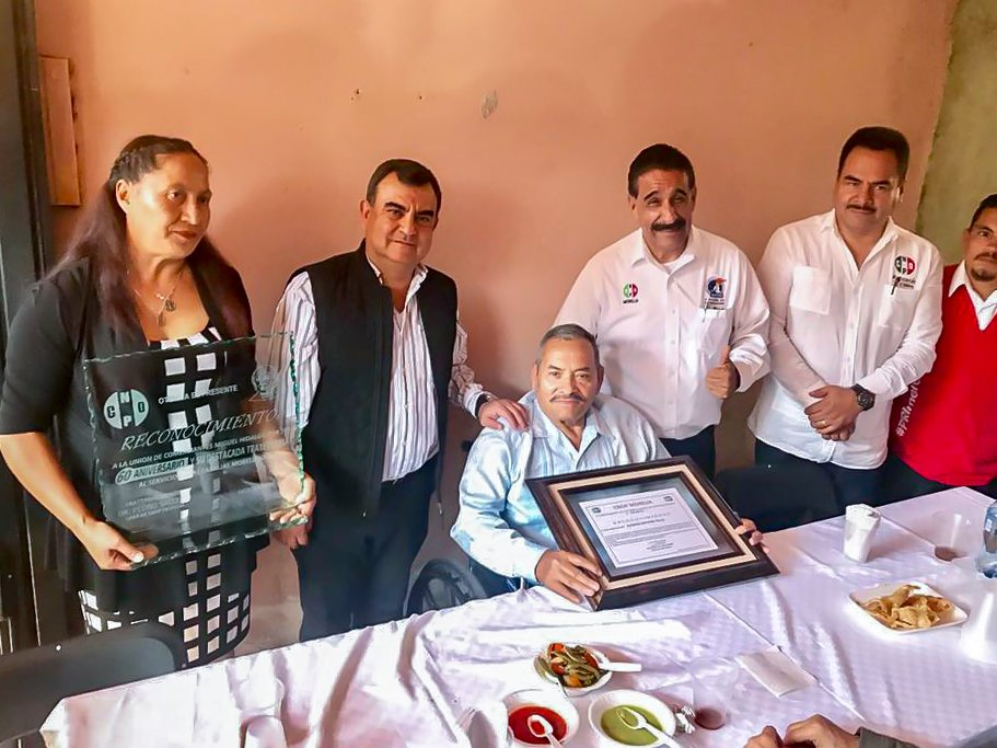 Un gusto haber asistido a la celebración del cumpleaños de Alfredo Nateras y al 60 aniversario de la unión de comerciantes Miguel Hidalgo. https://t.co/ESYJwA7XLV