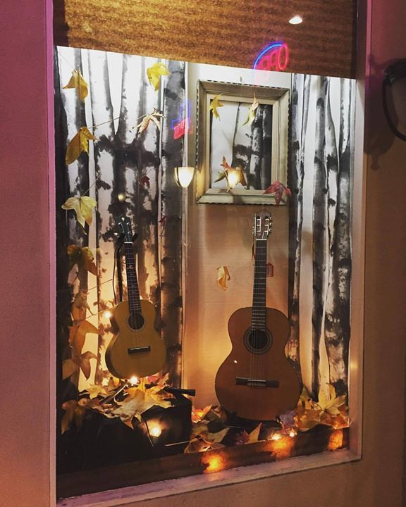 The Strum Shop window display #2 #ukulele #guitar #ukestand #guitarstand #roseville #downtownvernonstreet #shoploc…  http:// ift.tt/2aacWA0    <br>http://pic.twitter.com/lTrQ77MuLu