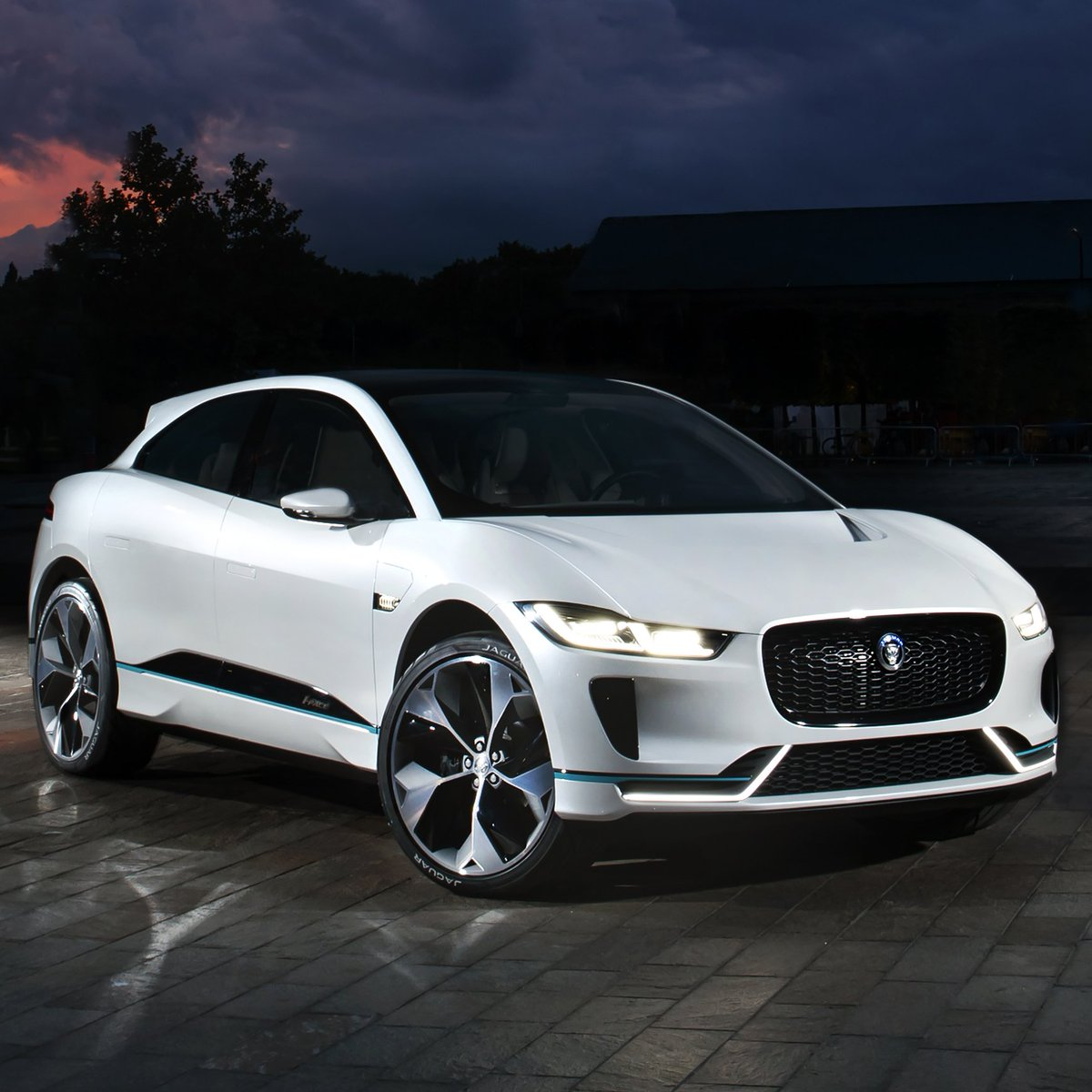 Your White Knight. #IPACE https://t.co/GGWk3wRqR8  The I-PACE signals our commitment to create EVs that are truly exciting driver?s cars. https://t.co/5B3KITrPWH