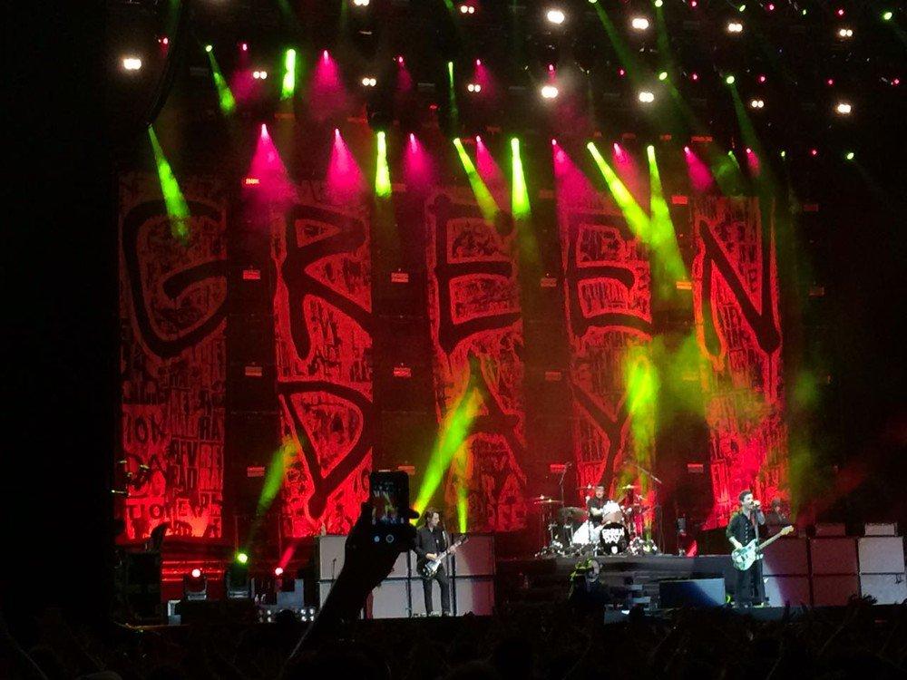 Sete anos após show histórico, Green Day se apresenta em Porto Alegre com mesmo entusiasmo https://t.co/xkUj1uNSDk