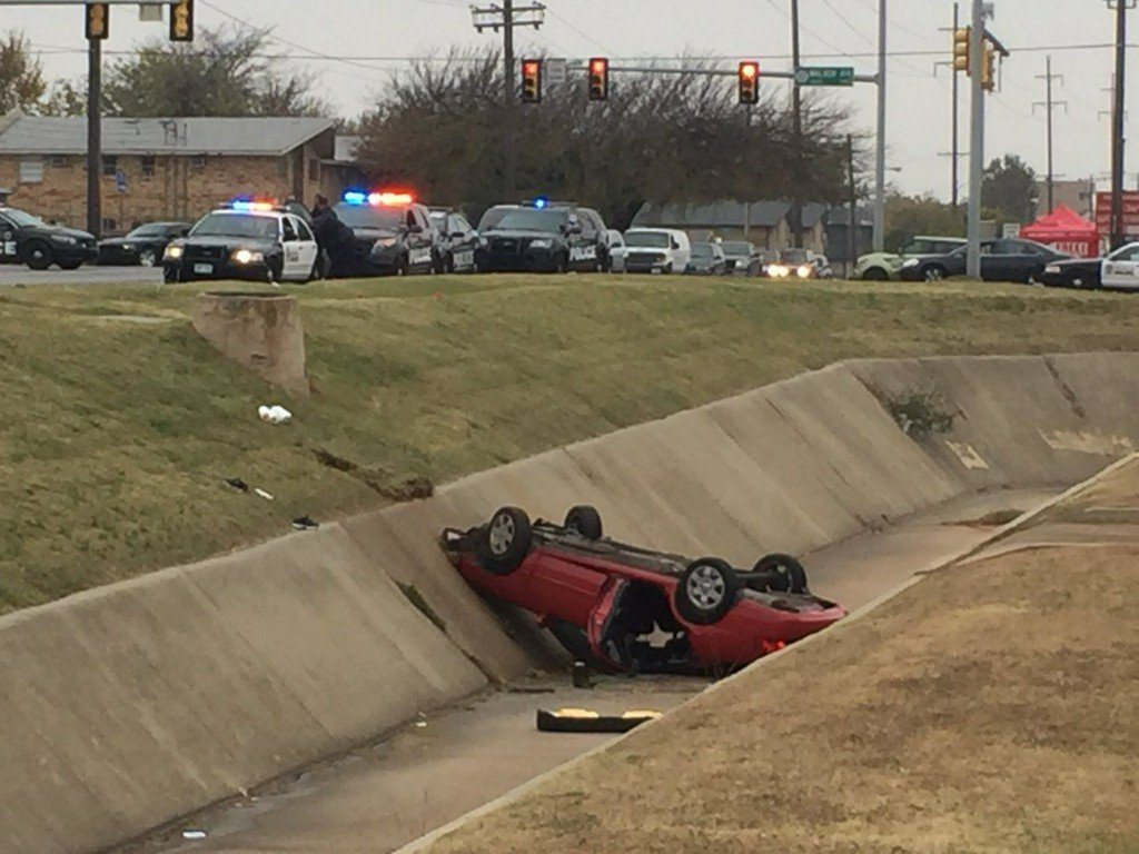 Woman dies after car flips into southwest Oklahoma City ditch https://t.co/7XZUw7Kl7T