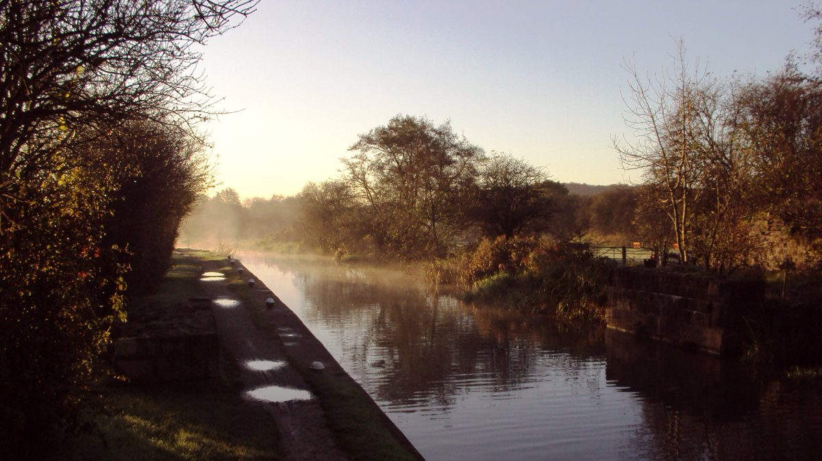 Lovely autumn morning walk by the side of the #Erewash Canal near #Eastwood Lock- 8th November 2017. <br>http://pic.twitter.com/WC6zb32B2Y