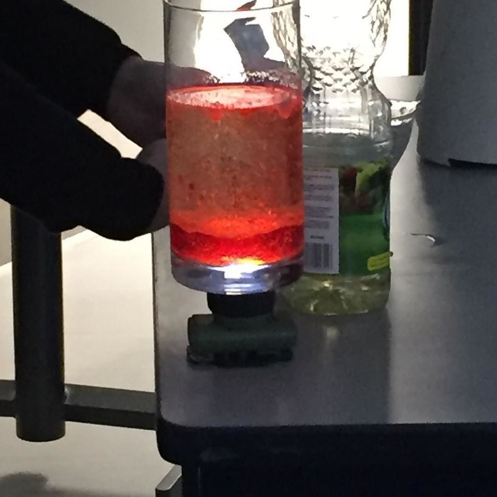 #vimyscience using density and a #chemicalreaction to make a lava lamp #vimyproud #ns<br>http://pic.twitter.com/yiQZvJoOEA