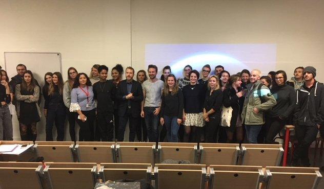 """Grand Forum @iscom : mini-conférence de @laCOMenchantier sur """"la #Francophonie, vecteur d'opportunités pour les communicants"""". L'occasion d'évoquer #LaRouteDeLaCom, l'opération #LaCourteEchelle et les #ApéroDesCommunicants.   #ComPol #ComPublique #Markterr #ComInterne #Comcrisepic.twitter.com/bqBoOz9znZ"""