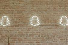 Snap earnings report disappoints investors again  http:// dlvr.it/PztZDQ  &nbsp;   #PR #industry <br>http://pic.twitter.com/006G60XHZO