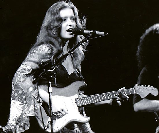 """Real musicians and real fans stay together for a long time.\""   Happy birthday to Blues Hall of Famer, Bonnie Raitt!"
