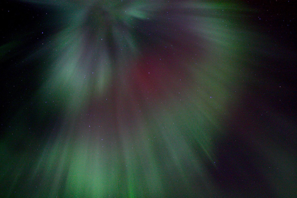 Green Northern Lights are the result of solar particles colliding with oxygen atoms 60 miles (100 km) high above Earth. #NorthernLights https://t.co/q5m0HeI8tz